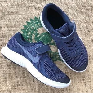 Boys navy blue no tie Velcro Nike sneakers 3